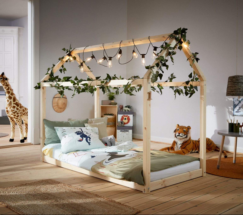 Varázslatos világ a házikó ágyban